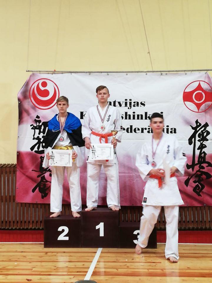 Kristers Ķezberis karate čempionātā izcīna 1. vietu